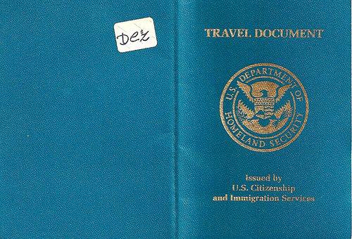 我的回美证快要到期,我可不可以在美国境外申请新的回美证?